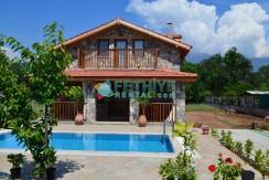 Korunaklı Havuzlu Yazlık Villa 16