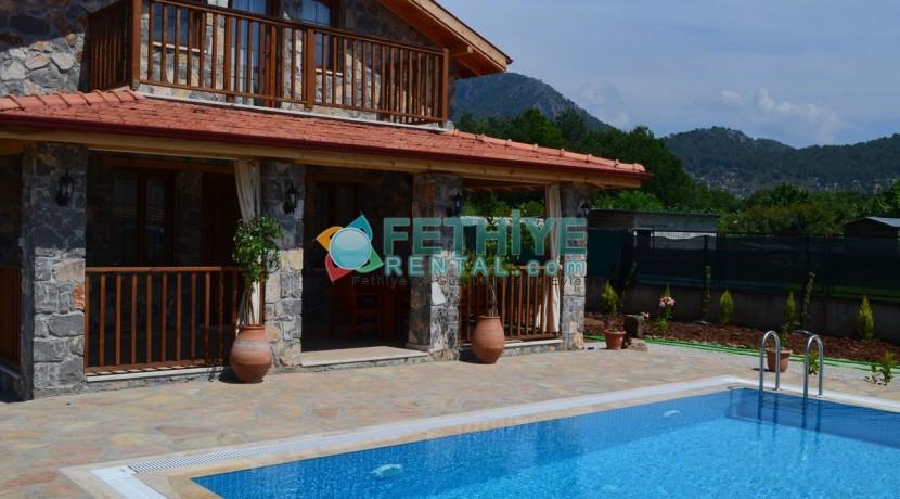 Korunaklı Havuzlu Yazlık Villa 18