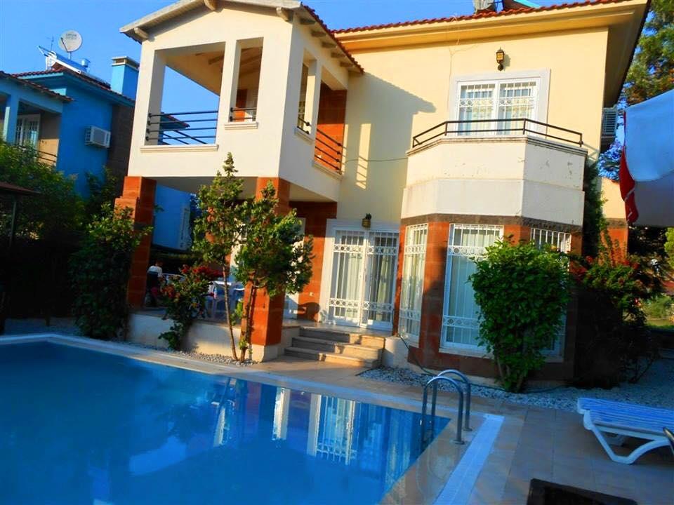 Denize Yakın Mustakil Havuzlu Villa