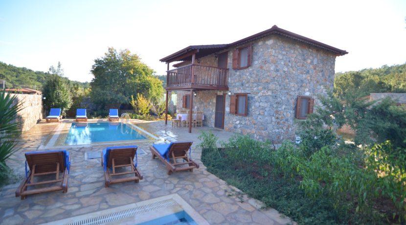 Havuzu Görünmeyen Villa 03